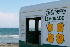 Del's lemonade truck 1
